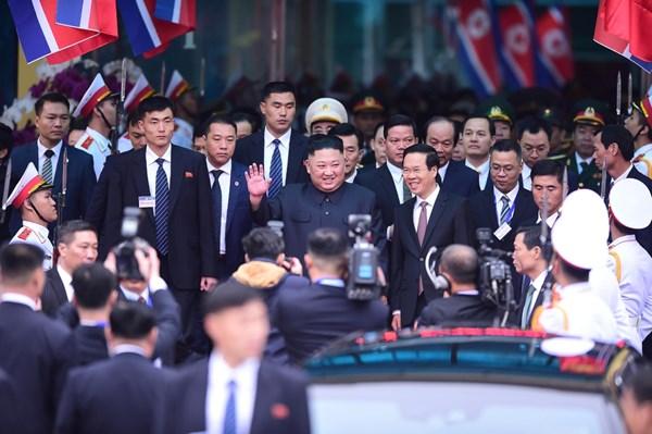 Những hình ảnh đầu tiên của Chủ tịch Kim Jong-un tại Việt Nam